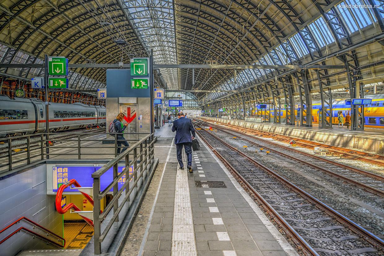 Главный вокзал в Амстердаме