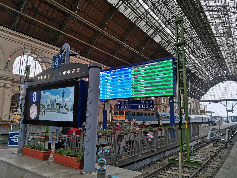 Поезд на вокзале Келети в Будапеште Венгрия
