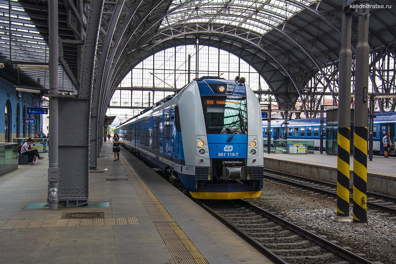 Электричка поезд из Праги в Карлштейн