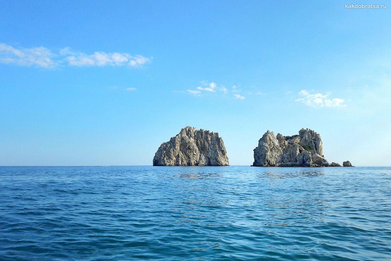 Скалы Адалар в Крыму