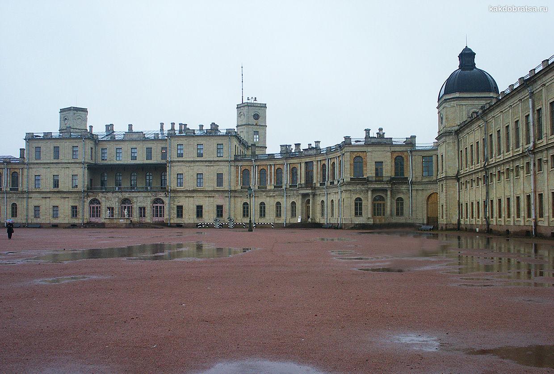 Замок и дворец Гатчина недалеко от Санкт-Петербурга