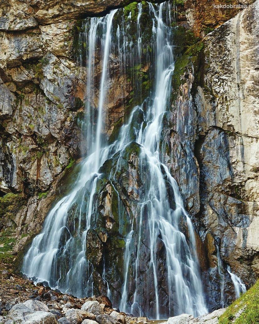 Красивый Гегский водопад в Абхазии