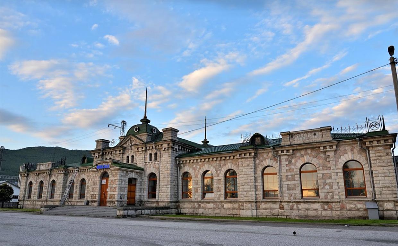 Слюдянка 1 железнодорожный вокзал из мрамора на Байкале