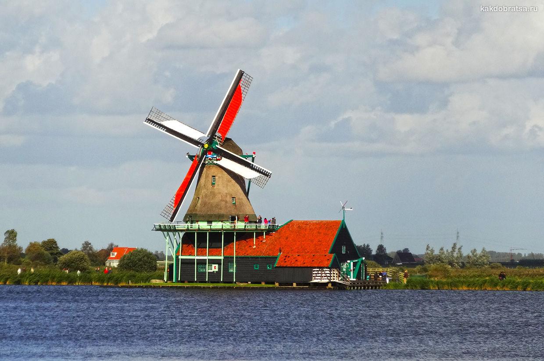 Городок Заансе-Сханс с мельницами в Нидерландах