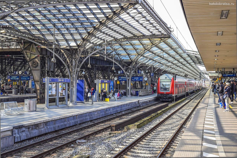 Поезд на жд вокзале в Кёльне