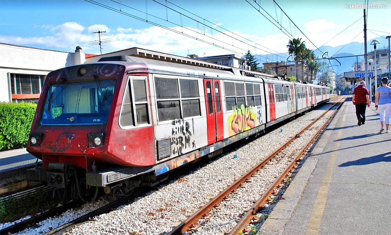 Электричка поезд из Неаполя в Помпеи и на Везувий