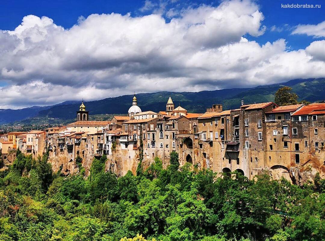Сант-Агата-де-Готи - самый фотогеничный город в южной Италии