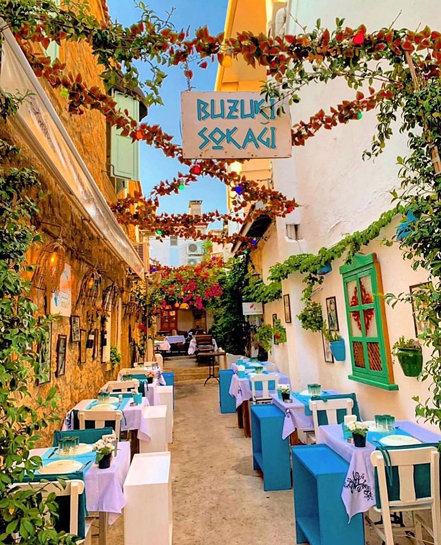 Алачаты живописный городок Турции куда стоит съездить