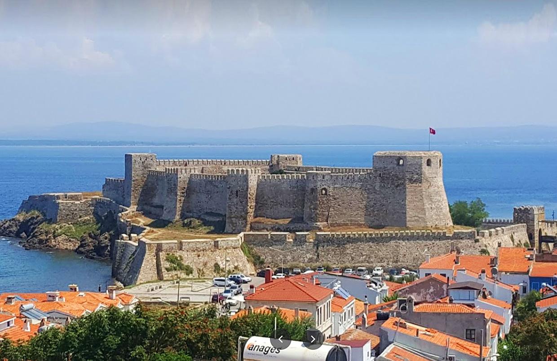 Бозджаада турецкий остров с красивым городом и замком