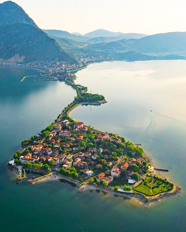 Эгридир город и озеро в Турции недалеко от Анталии