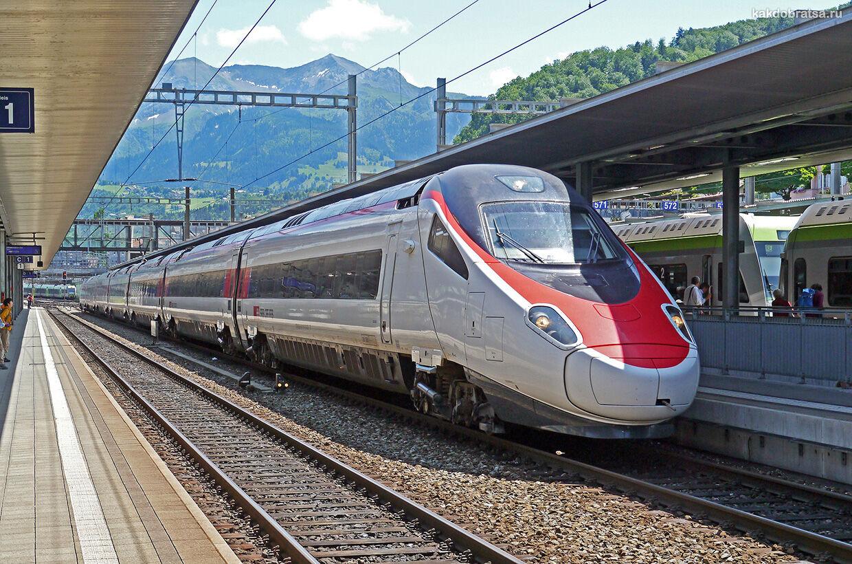 Поезд на вокзале в Милане