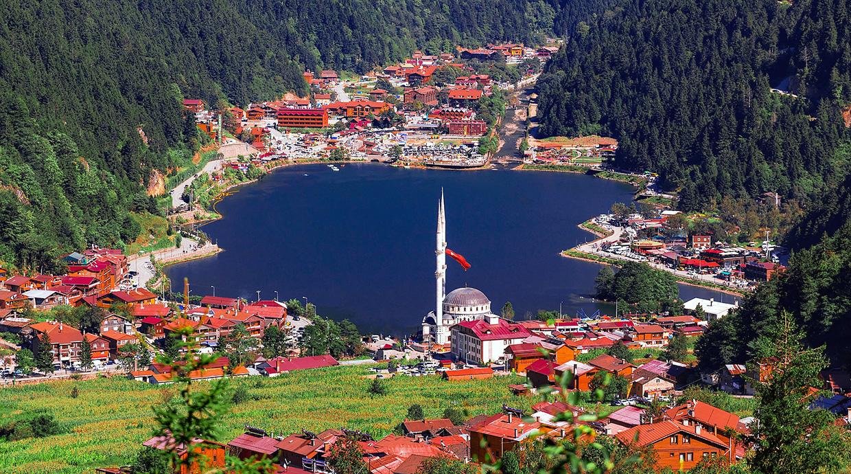 Узунгель высокогорное красивое озеро в Турции недалеко от Трабзона