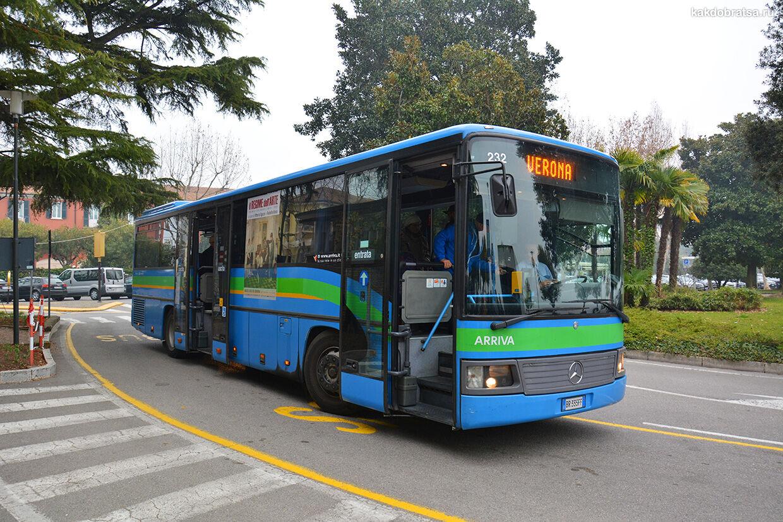 Автобус на озере Гарда