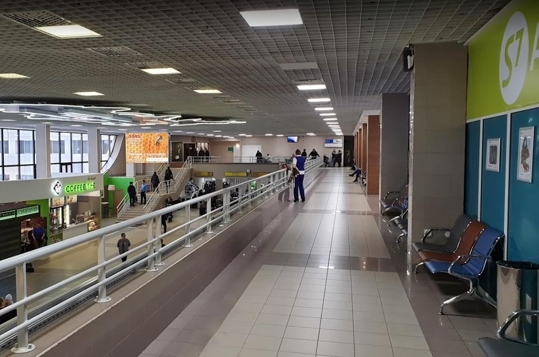 Аэропорт Сургут где поесть и магазины