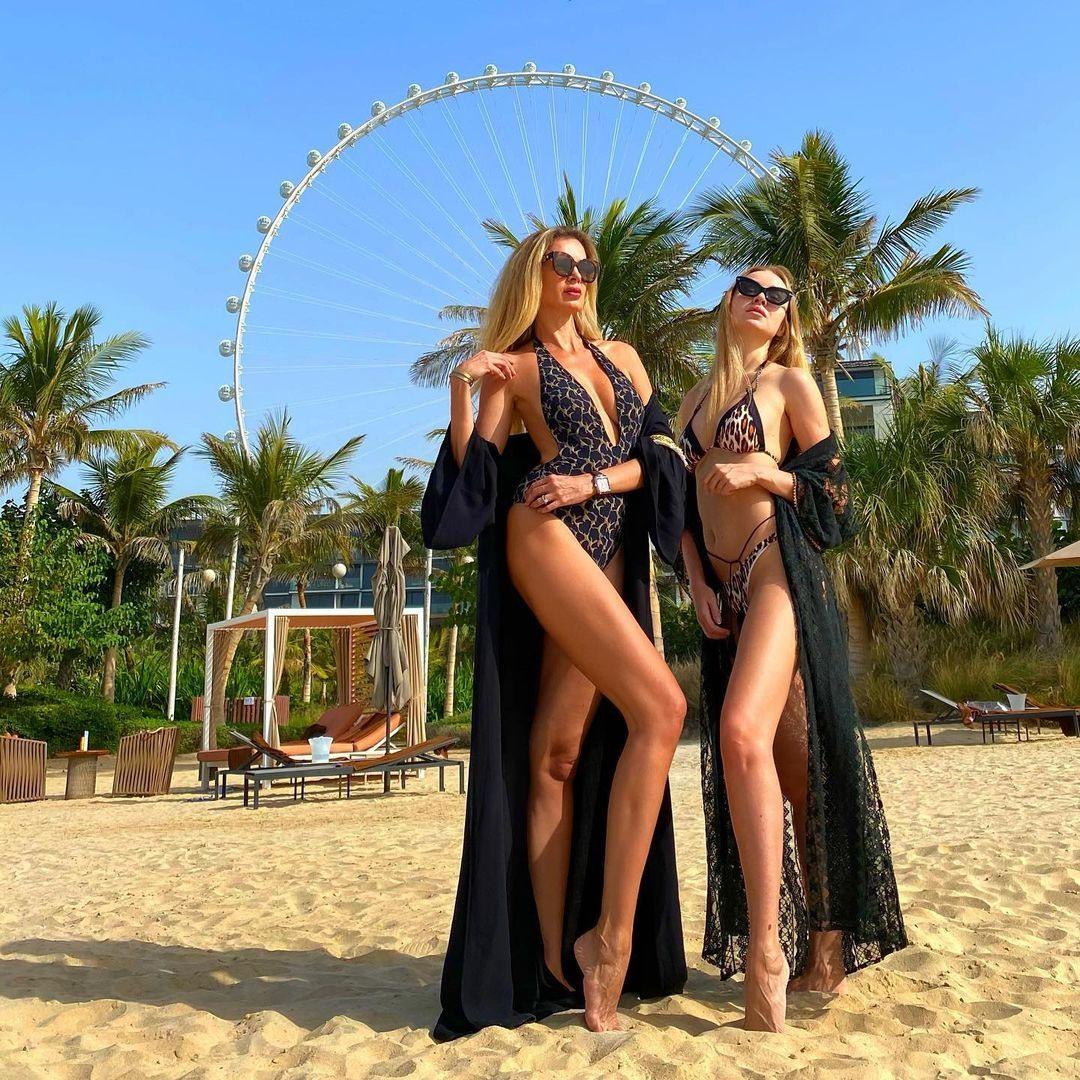 Дубай пляжи лучших отелей с блондинками и девушками в купальниках