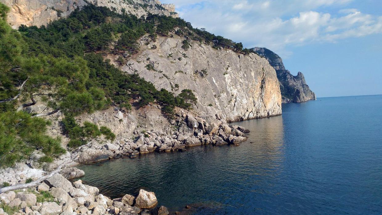 Пляж Инжир безлюдный укромный пляж в Крыму