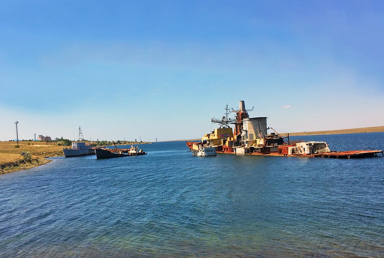 Заброшенный корабль БПК Очаков в Крыму