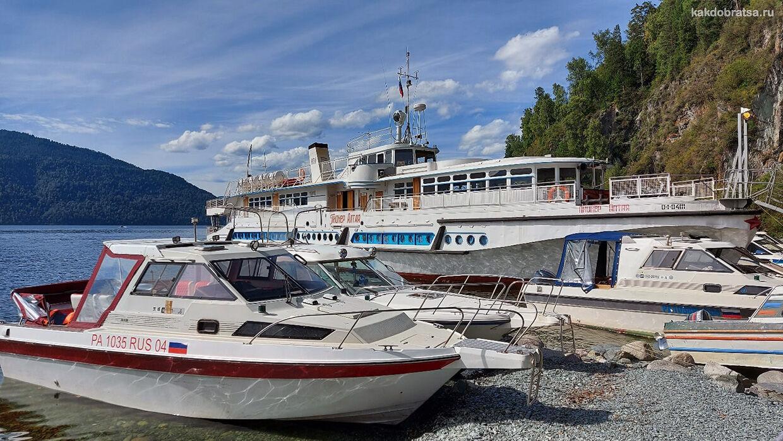 Лодки на Телецком озере